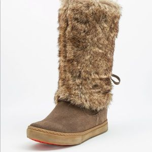 Taupe zip up leather/fur boot - size 8